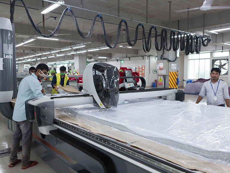 Tối ưu hoạt động tại phân xưởng cắt với máy trải vải tự động